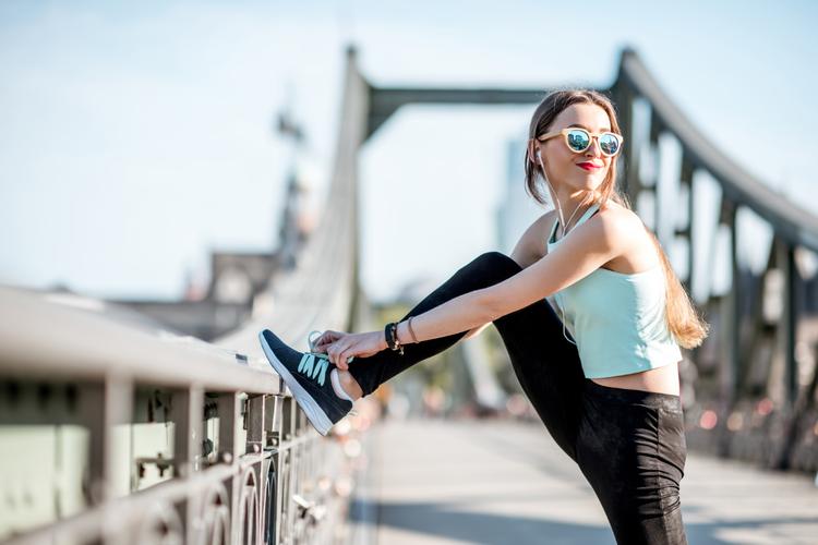 腰の重さを解消して爽やかに歩く!股関節周りのストレッチ