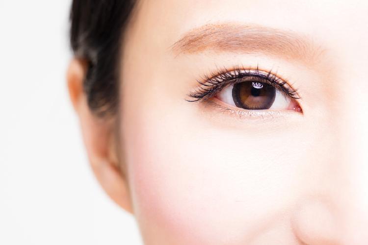 疲れを癒し、魅力的な目を取り戻す顔ヨガ・目のトラタク