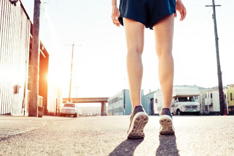 「歩き方」で体が変わる。全身を引き締める歩き方のコツ