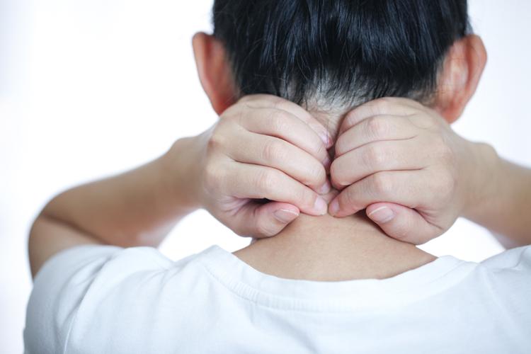 何処ででもできる首の辛さを解消するストレッチエクササイズ