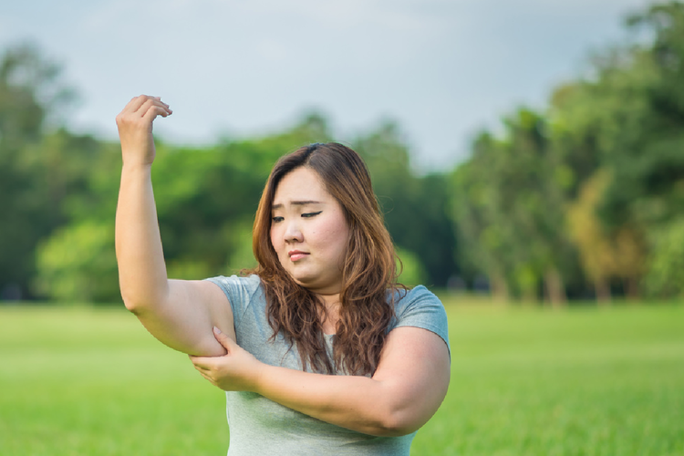 二の腕が年々太くなっていくのは、なぜ?