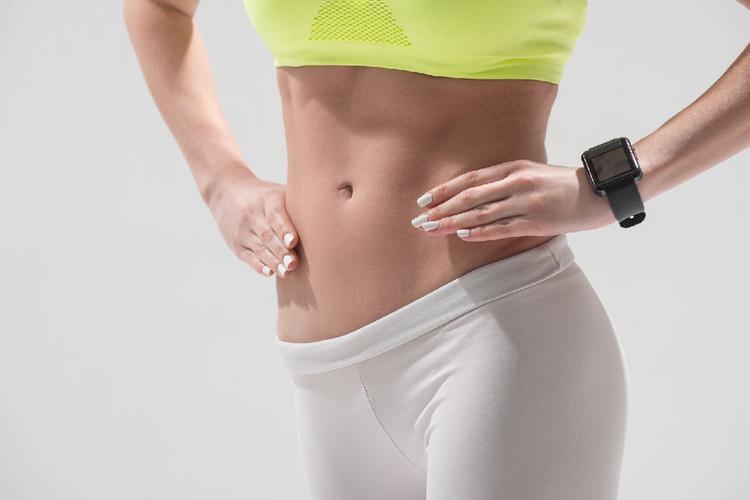 お腹を引き締めるために腹筋100回やればいい?それ間違っているかも…